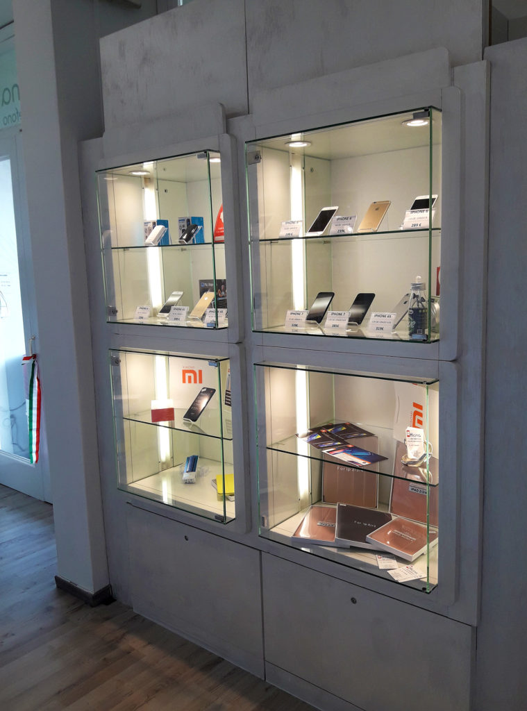 Officina del Telefono - vetrina